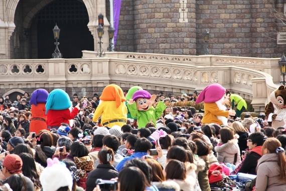 [Tokyo Disneyland] Mickey's PhilharMagic (24 janvier 2011) - Page 3 O0570038011025173177