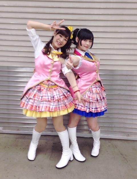 ミニスカート姿の長弘翔子さん