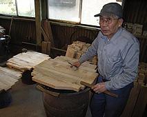 斎藤光雄社長が樽作りを担う