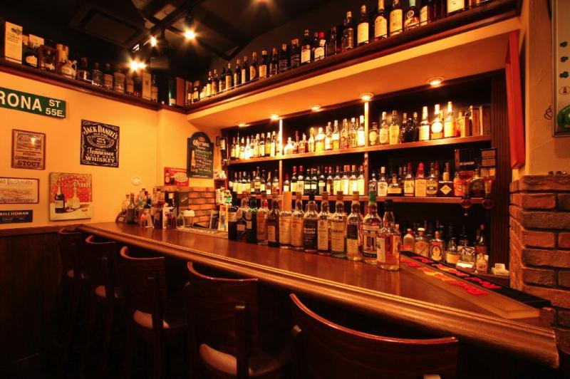 中野 PUB&BAR Abbot's Choiceのブログ ギネスビールやエールなど世界のビールとモルトウイスキー・カクテルのお店。-中野店 カウンター席